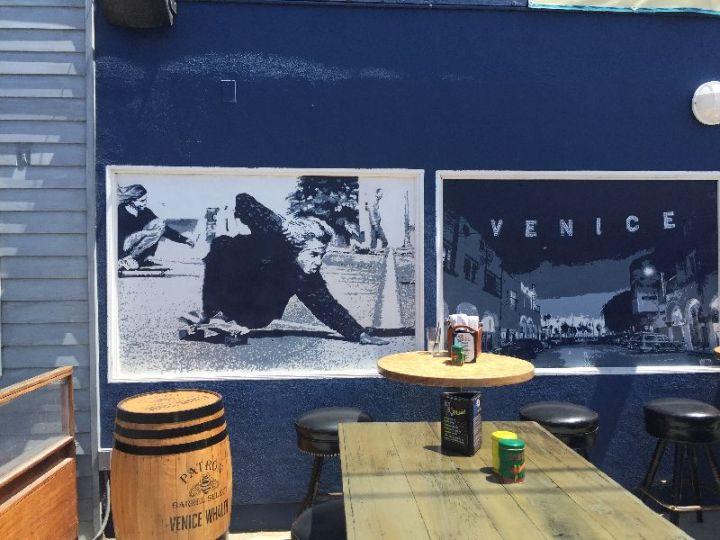 Venice | Street Art @ café