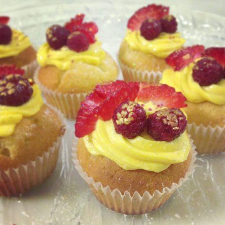 Cupcake con crema al limone e frutti rossi
