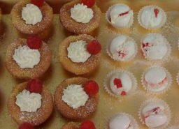 Cupcake e meringhe panna e lamponi