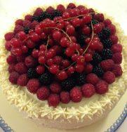 Torta Chantilly ai frutti di bosco