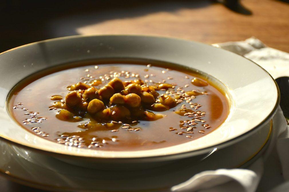 Zuppa di ceci con zucca, aneto e semi di lino